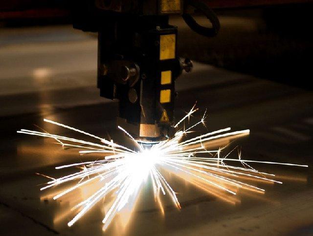 ساخت رویه نگار لیزری سطوح با دقت 1 میکرومتر