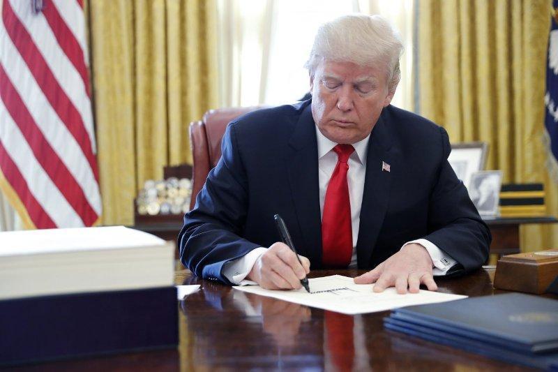 ترامپ مصوبه کنگره برای لغو وضعیت اضطرار ملی را وتو کرد