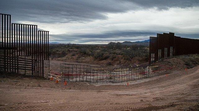 ترامپ: دیوار مکزیک از جنس فولاد باشد!