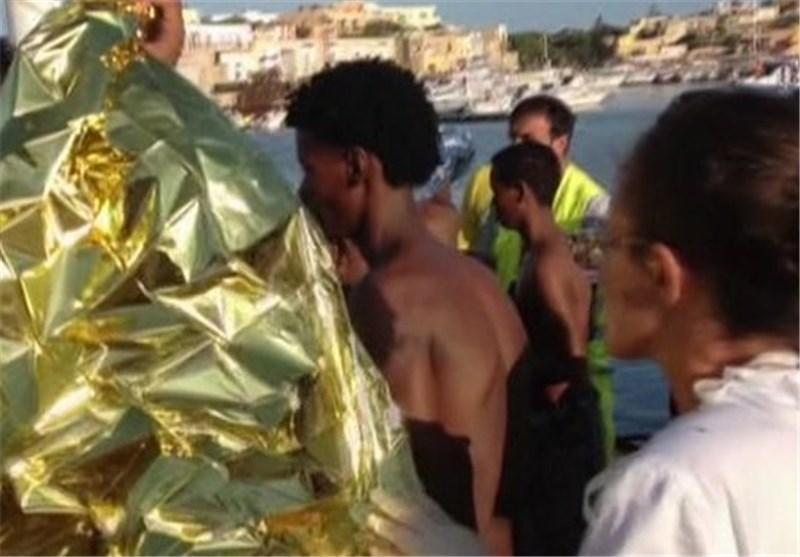 نیروی دریایی ایتالیا ده ها مهاجر سوری را نجات داد