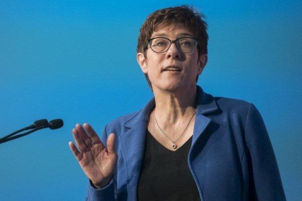 وزیر دفاع آلمان: خواستار گسترش روابط نظامی با آمریکا هستیم