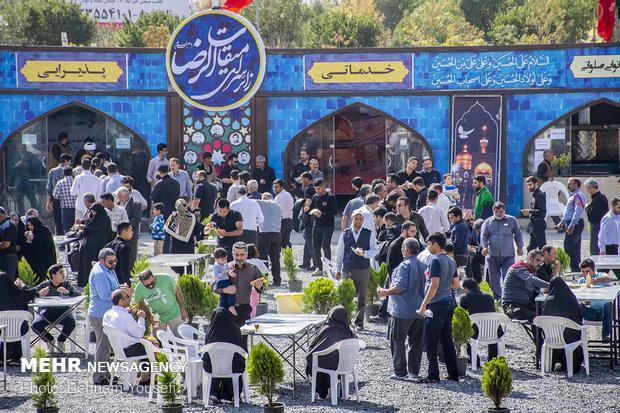 زائران اندونزی برای شرکت در راهپیمایی اربعین وارد مشهد شدند