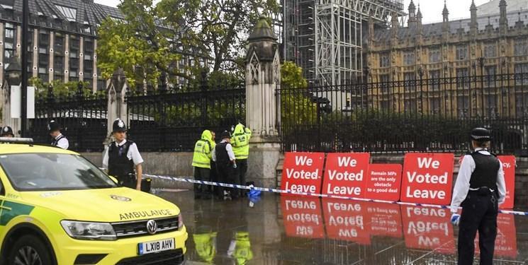 بازداشت فردی که در مقابل مجلس انگلیس قصد خودسوزی داشت