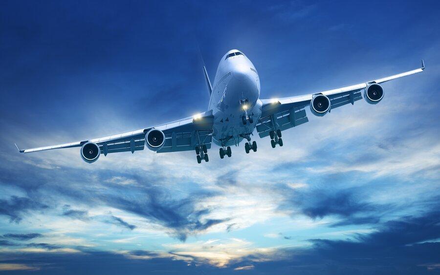 ممنوعیت پرواز هواپیما از روی خانه یک چهره مطرح ، واکنش ها به یک اظهارنظر جنجالی