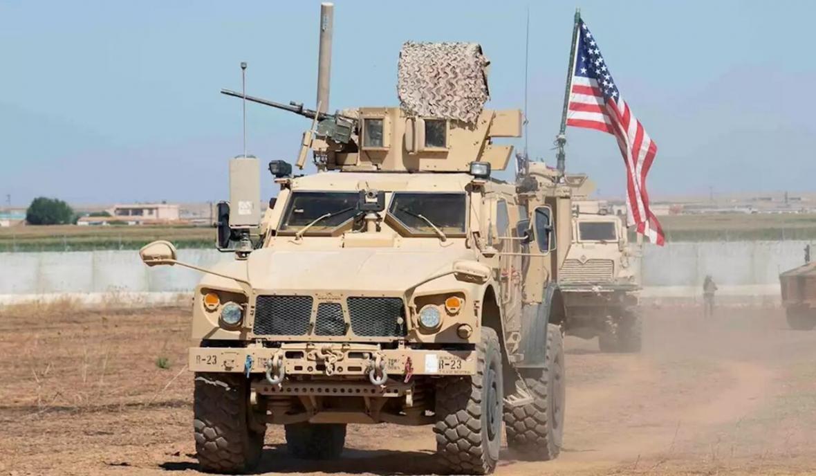 خبرنگاران ارتش سوریه از تردد خودروهای زرهی آمریکا ممانعت کرد