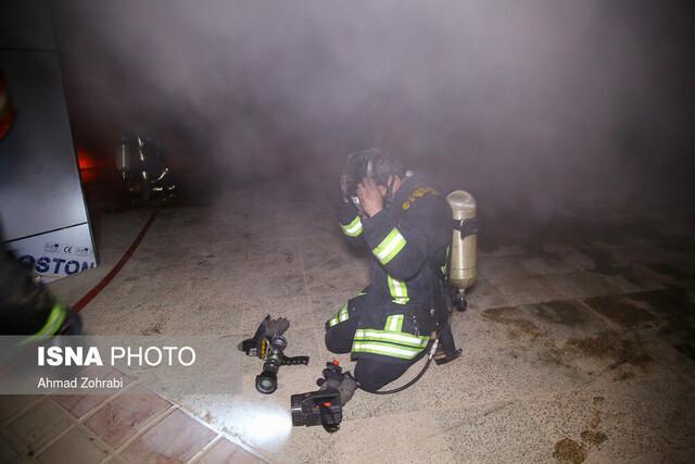 سوختگی دو نفر درپی حریق یک انبار در خیابان مولوی