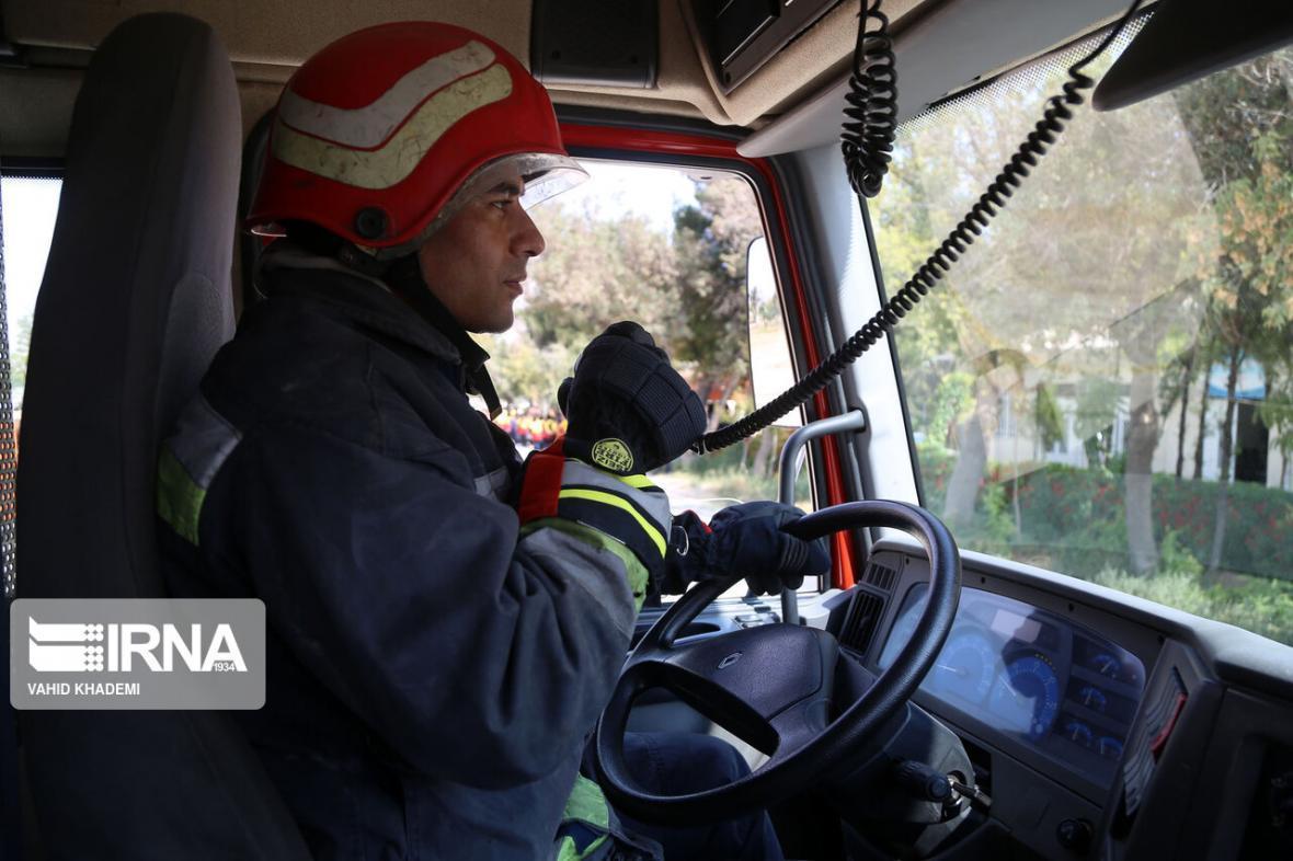 خبرنگاران آتش نشانی مهاباد در روز طبیعت 3 عملیات اطفای حریق انجام داد