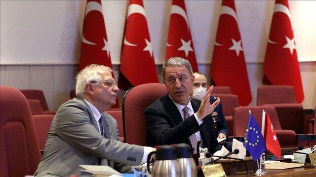 وزیر دفاع ترکیه: منتظر عذرخواهی فرانسه هستیم