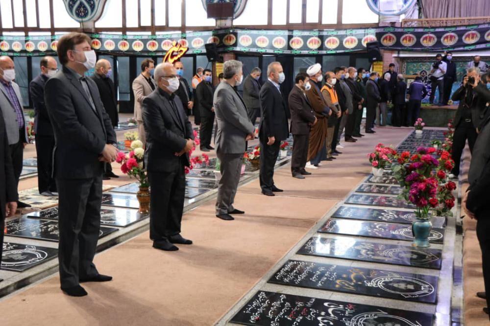 خبرنگاران استاندار گیلان به مقام شامخ شهدا ادای احترام کرد