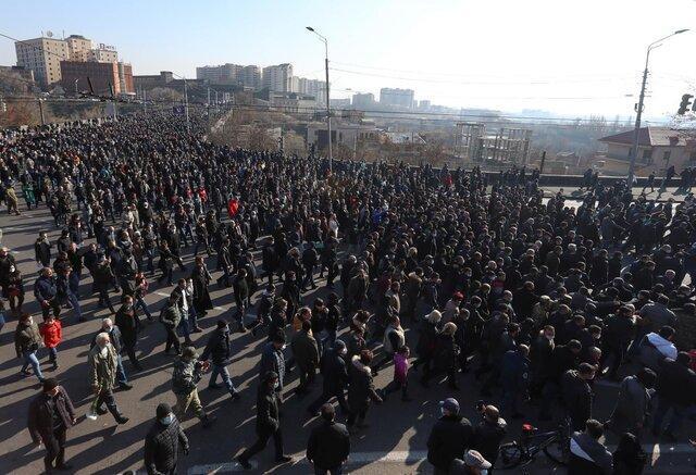 مردم ارمنستان به یاد قربانیان جنگ قره باغ راهپیمایی کردند