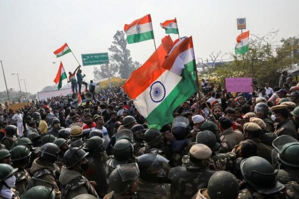 کشاورزان معترض هندی به اعتصاب غذا دست زدند