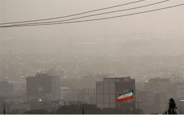 گرد و خاک آسمان تهران را دربرمی گیرد