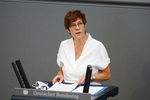 رایزنی وزرای دفاع آلمان و چین بر سر دریای چین جنوبی و حقوق بشر