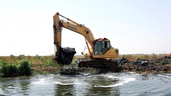 لایروبی کانال اصلی دفع فاضلاب و آب های سطحی شرق اهواز